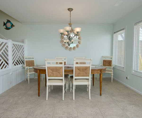 Featured Property Top Notch Too West - Dining