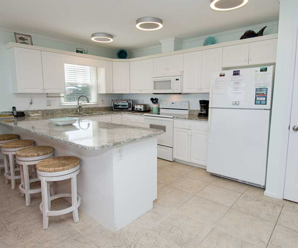 Featured Property Top Notch Too West - Kitchen