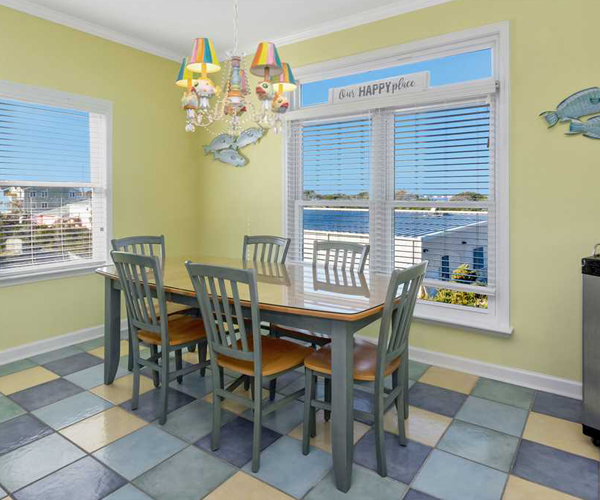 Featured Property Happy Place West - Dining