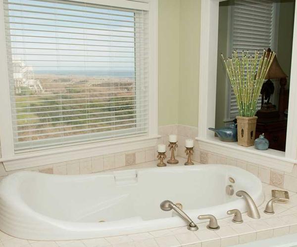 Featured Property Casa Bianco - Bath Tub