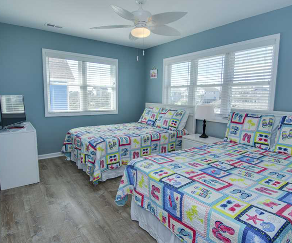 Featured Property Aboard Delight West - Bedroom 2