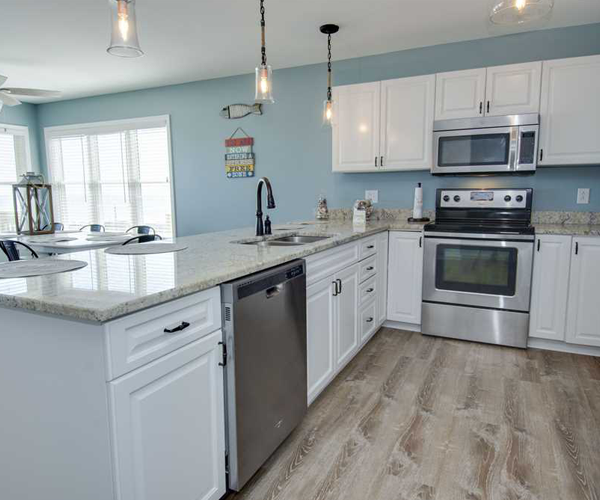 Featured Property Aboard Delight West - Kitchen 2