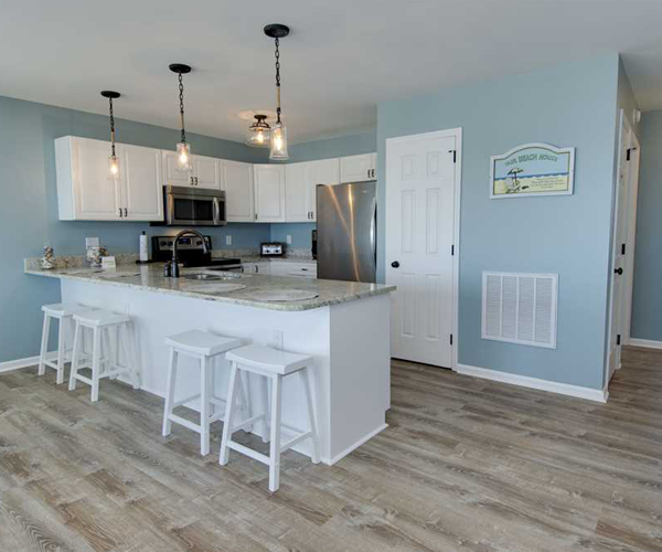 Featured Property Aboard Delight West - Kitchen