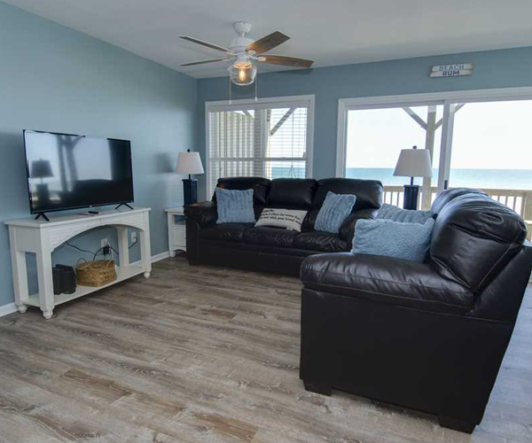 Featured Property Aboard Delight West - Living Room 1