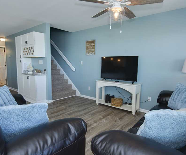 Featured Property Aboard Delight West - Living Room 2