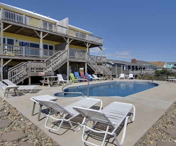 Featured Property Aboard Delight West - Pool 2