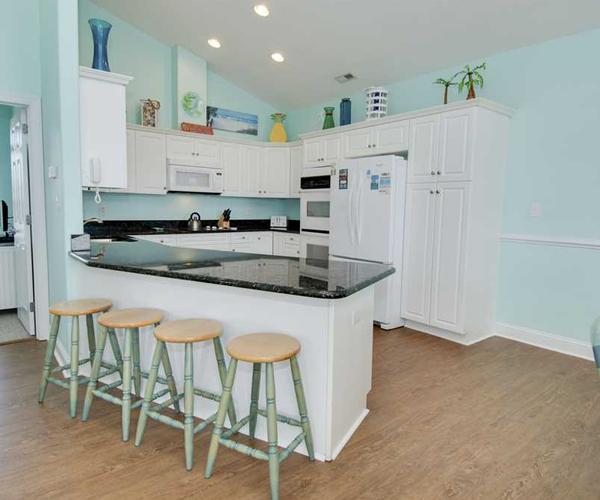 Featured Property Bahama Breeze West - Kitchen