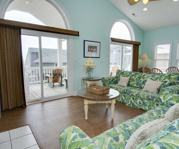 Featured Property Bahama Breeze West - Living Room