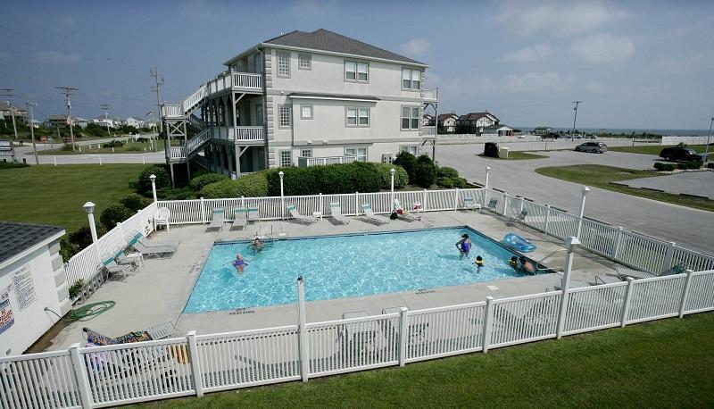 Pool at Pier Pointe Condos