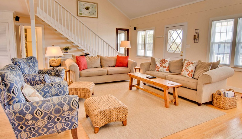 100 Periwinkle - Living Area