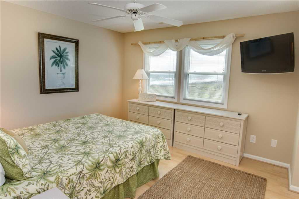 Pier Pointe Bedroom
