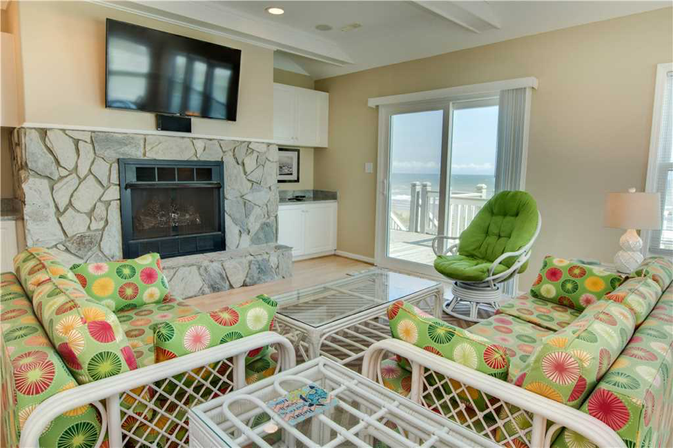 Pier Pointe Living Room