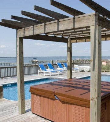 Boat House, vacation rentals with pools and hot tubs