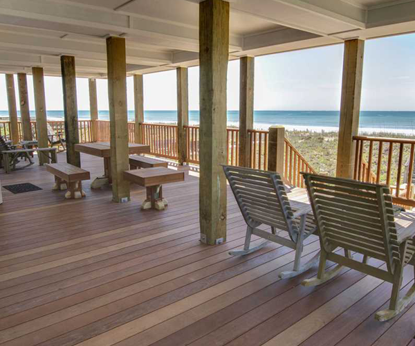 Featured Property Cardinal - Covered Deck