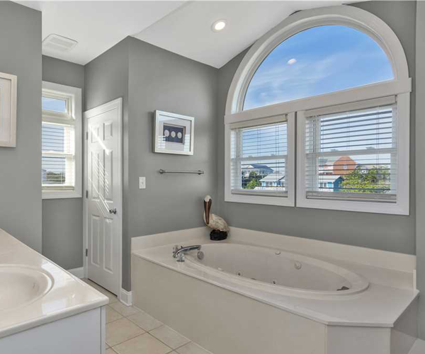 Featured Property Luxury Sands - Bathroom