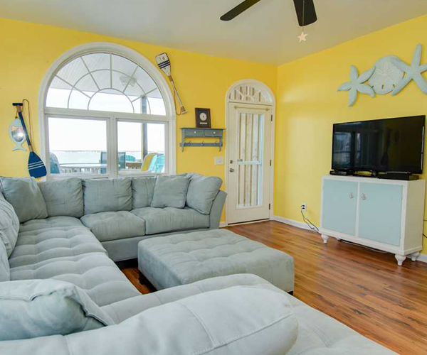 Featured Property Simple Blessings West - Living Room