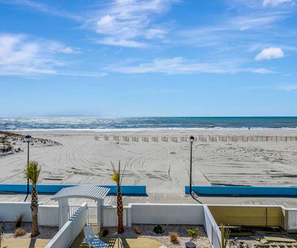 Featured-Property-Boardwalk-Bungalow-Deck-Views