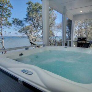 Hot tub at Breezy Oak Vacation Rental