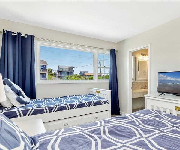 A Dapper Dolphin East - Bedroom