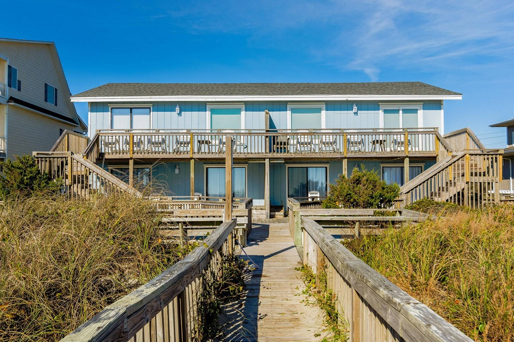 Carolina Clipper East - Oceanfront Duplex in Emerald Isle