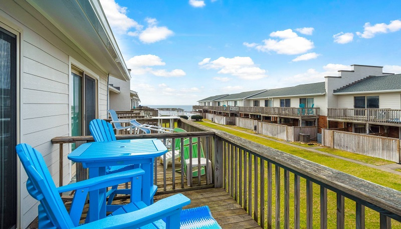 Pine Knoll Townes 62 Deck