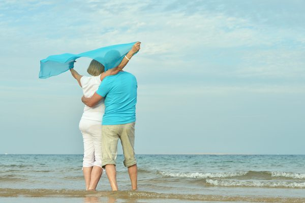 5 Ideas for Celebrating Your Anniversary - Beach Couple