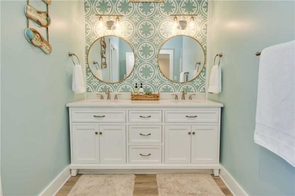 Featured Property - A Salt Life - Master Suite Bathroom