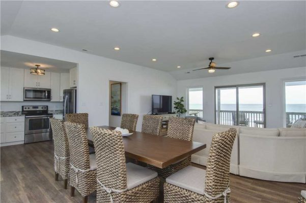 Featured Property - Above The Tide - Dining