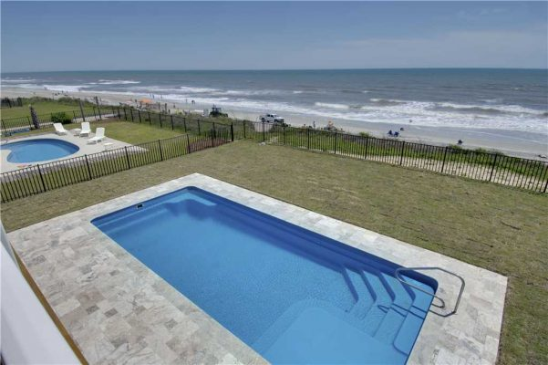 Featured Property Goin Coastal - Pool