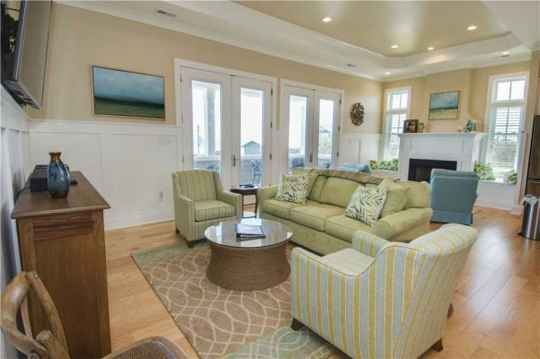 Featured Property - Navigator House - Living Room 1