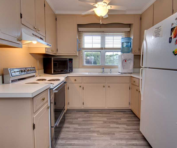 Featured Property Sandy Lane Cottage - Kitchen 2 600x500