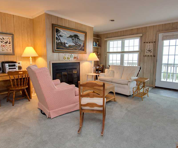Featured Property Sandy Lane Cottage - Living Room 2 600x500