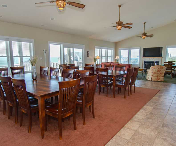 Featured-Property-of-The-Week-Blue-Grass-Dining-Room