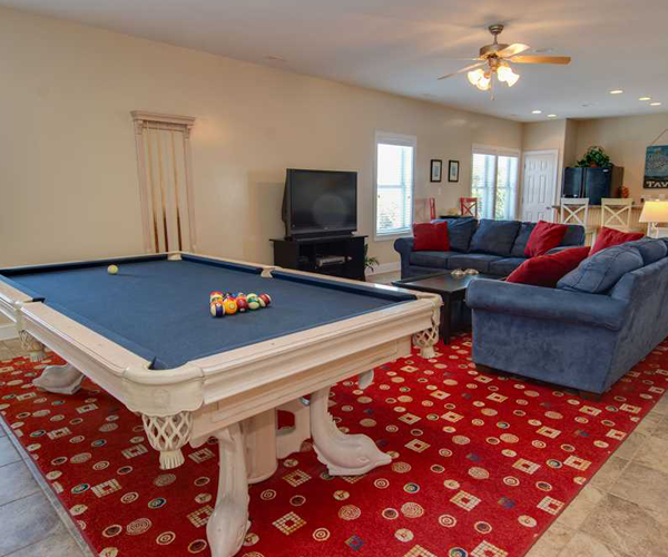 Featured-Property-of-The-Week-Blue-Grass-pool-table