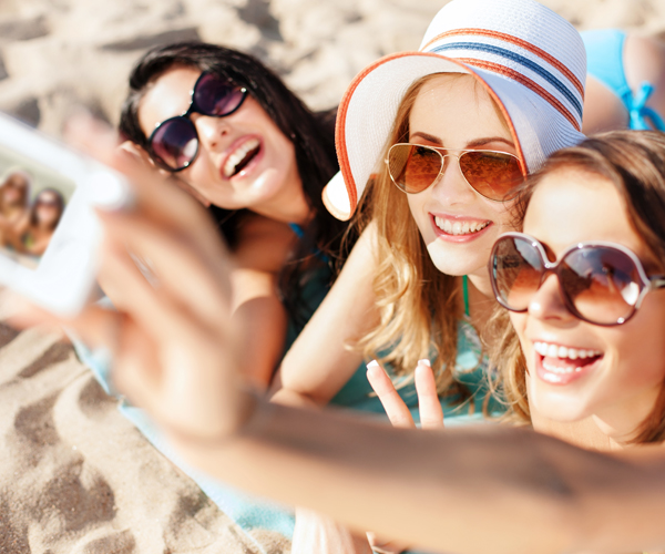 5 Tips for an Emerald Isle Getaway with Your Friends - Beach Selfie