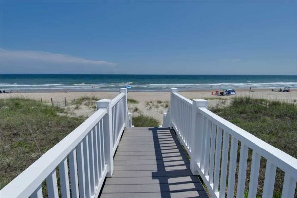 Pirates Perch - Oceanfront Rental with Beach Access