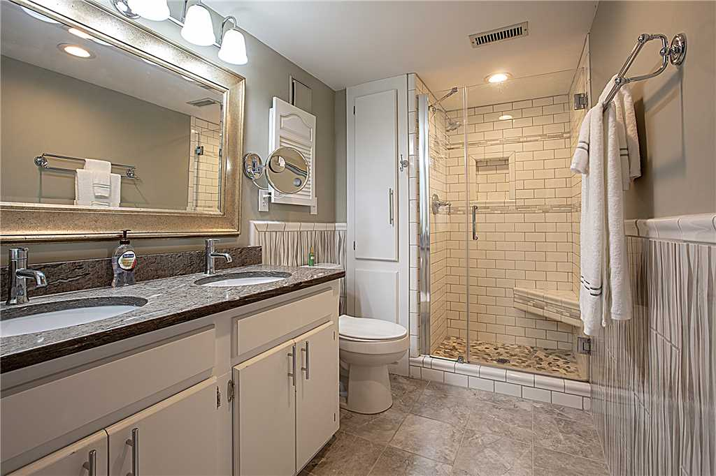 Point Emerald Villa D-104 - Master Bathroom