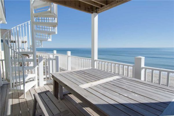 Sea La Vie oceanside deck in Emerald Isle