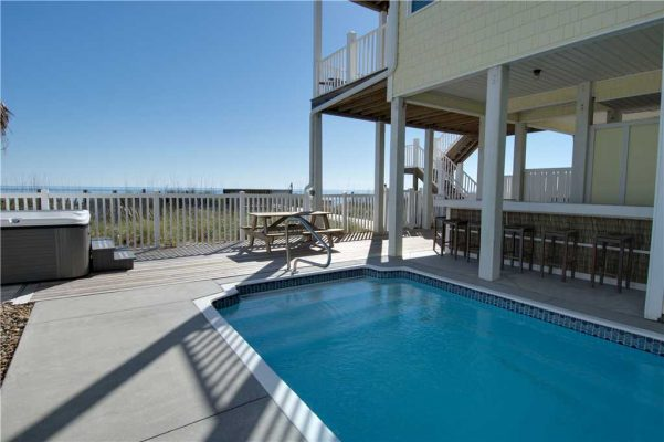 Sea La Vie private pool in Emerald Isle