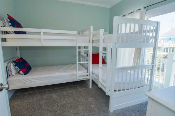 Sea La Vie bedroom with bunkbeds